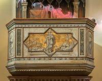Púlpito com o pastor pintado de jesus das almas Foto de Stock Royalty Free