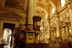 P?lpito da catedral em Leon, Guanajuato Vista horizontal fotos de stock
