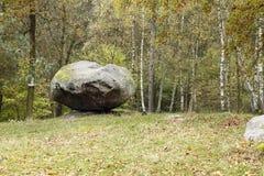 Púlpito equilibrado de Boulder Imagenes de archivo