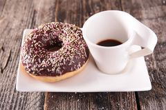 Pączek i coffe filiżanka Obraz Royalty Free