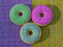 Pączek Słodki lodowacenie cukieru jedzenie Deserowa kolorowa przekąska Oszklony kropi zdjęcie stock