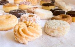 pączków donuts skupiają się frontowego światła miękką część Zdjęcia Stock