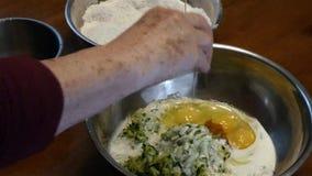 Pękać trzeci jajko w puchar zbiory
