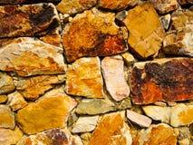 Pękający kamienną ścianę robić piaskowiec z oszklonymi krawędziami zdjęcie royalty free