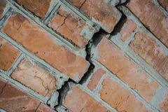 Pęknięcie w ściana z cegieł Obrazy Royalty Free