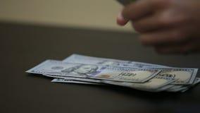 Płacący pieniądze lub liczący zdjęcie wideo