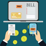 Płacić rachunki, ręki mienia rachunki Kalkulator ikona i Zdjęcie Stock