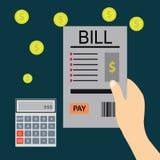 Płacić rachunki, ręki mienia rachunki Kalkulator ikona i Fotografia Royalty Free