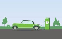 Płaska wektorowa ilustracja zielony elektryczny samochód ładuje przy ładowarki stacją Electromobility Obrazy Royalty Free
