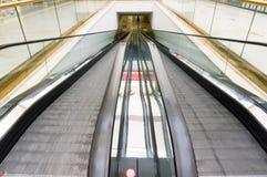 Płaski eskalatorów ruszać się Zdjęcia Stock