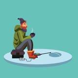 Płaski rybaka kapelusz siedzi na torbie z spinowym połowu prąciem w ręce i chwyty forsują, Fishman szydełkowali wir w lód Fotografia Stock