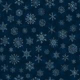 Płatek śniegu na zmroku - błękitny background Fotografia Royalty Free