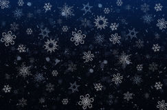Płatek śniegu na zmroku - błękitny background Zdjęcia Stock