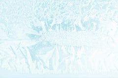 Płatki śniegu i lód na zamarzniętym okno Obrazy Stock