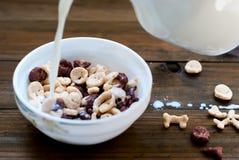 Płatki w postaci czaszek i kości z mlekiem dla śniadania Zdjęcie Stock