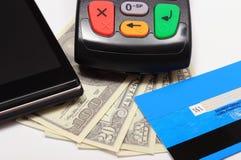 Płatniczy terminal, kredytowa karta i telefon komórkowy z NFC technologią, pieniądze Zdjęcia Royalty Free
