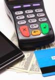 Płatniczy terminal, kredytowa karta i telefon komórkowy z NFC technologią, pieniądze Obraz Stock