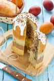 Płatowaty czekoladowy wielkanoc torta kulich lub pasek zdjęcia stock