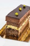 Płatowaty czekolady i pistaci tort zdjęcia royalty free