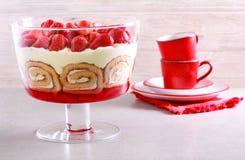 Płatowaty słodki deserowy błahostka tort fotografia royalty free