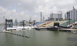 Pławik przy Marina zatoką obraz stock