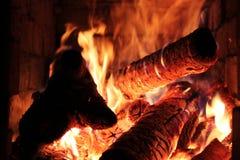 Płomień na płonącym drewnianym tle Zdjęcia Stock