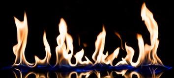 Płomień ogień z odbija obraz stock