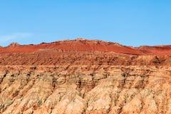 Płomienne góry, Turpan, Xinjiang, Chiny: wierzchołek te sławne góry jest głęboki - czerwony i jednakowy dogrzewać płomienie zdjęcie stock