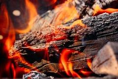 Płonąca łupka w grilla zakończeniu up obraz royalty free