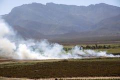 Płonąca ścierń od ziemi uprawnej w Południowa Afryka Zdjęcie Royalty Free