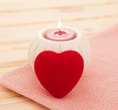 Płonąca świeczka z czerwonym sercem fotografia royalty free
