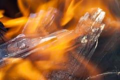 płonąca drewna zdjęcia royalty free
