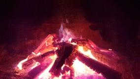 płonąca kominek