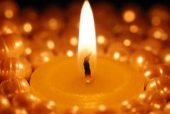 płonące świeczki centre perły Obraz Stock