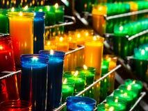 Płonące katolickie modlitewne świeczki Obrazy Royalty Free