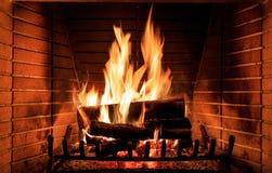płonące kominków kłód Zdjęcia Stock