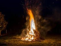 Płonący bambus, gorący płomienie, Easter pożarnicza tradycja Zdjęcia Stock