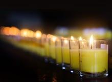 Płonący candel w szkle dla ono modli się zdjęcie royalty free