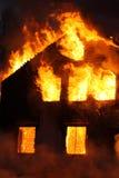 płonący dom Obrazy Royalty Free