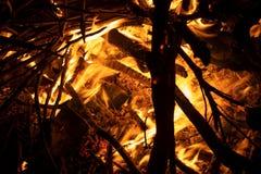Płonący drewna i ogienia płomień zdjęcie royalty free
