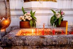 Płonący Kadzidłowi aromatów kije W łzawicy, Tajlandzka świątynia, Tajlandia Obraz Royalty Free