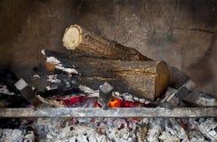 płonący kominek notuje drewno Fotografia Royalty Free