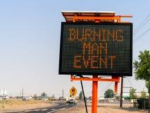 Płonący mężczyzna wydarzenie podpisuje wewnątrz Wadsworth, Nevada fotografia royalty free