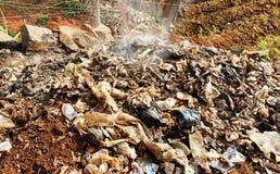 Płonący odpady lub śmieci w Afryka Zdjęcia Stock