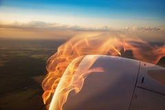 Płonący płaski silnik, ogień i dym, widok od okno Fotografia Royalty Free