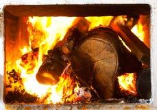 płonący piecowy drewno zdjęcie royalty free