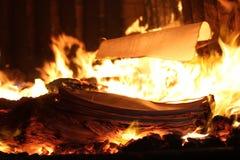 Płonący sekret dokumentuje zniszczenie manuskrypt zdjęcia stock