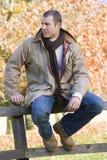 płotowego człowiek siedzący young Obraz Stock