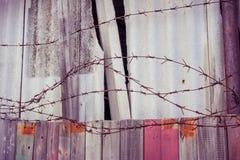 Płotowy i ośniedziały drut kolczasty Zdjęcie Stock