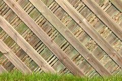 płotowy trawy zieleni ładny drewno Obrazy Stock